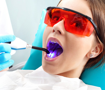 Woman to the dentist